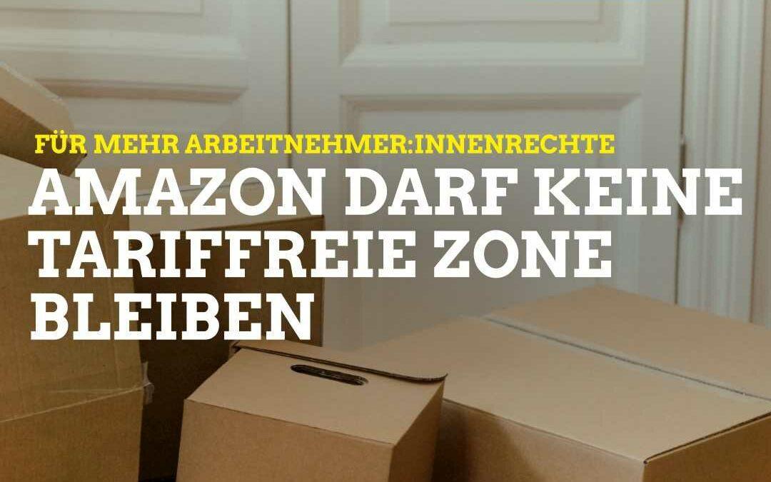 Auf dem Bild sind ein Stapel Kartons zu sehen, darüber die Aufschrift: Für mehr Arbeitnehmer:innenrechte: Amazon darf keine tariffreie Zone bleiben!